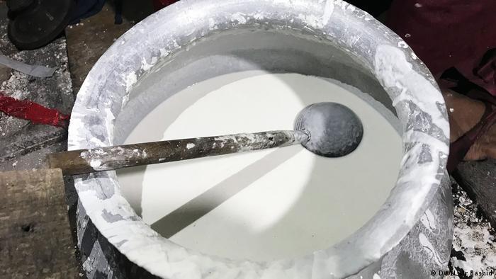 Bangladesch Pitha und andere berühmte Snacks (DW/H. Ur Rashid)
