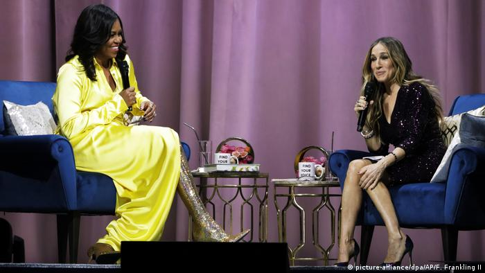 USA New York - Michelle Obama in Overknee-Stiefeln (picture-alliance/dpa/AP/F. Frankling II)