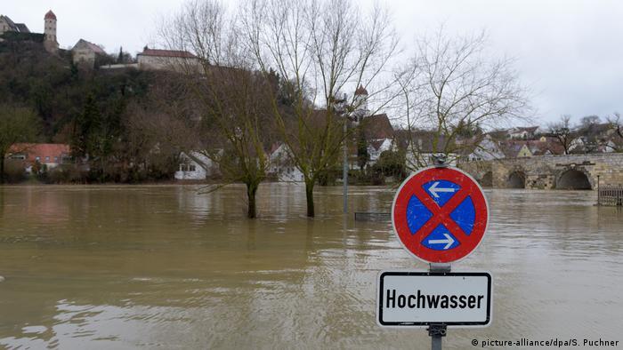 Deutschland Schneechaos -Hochwasser an der Wörnitz (picture-alliance/dpa/S. Puchner)