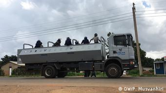 Simbabwe Harare Polizei Patrouille