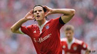 van Buyten feiert seinen Treffer zum Bayern-Sieg (Foto: AP Photo/Christof Stache)