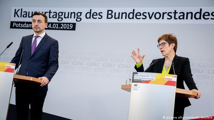 CDU leader Annegret Kramp-Karrenbauer and party secretary Paul Ziemiak (picture alliance/dpa/K. Nietfeld)
