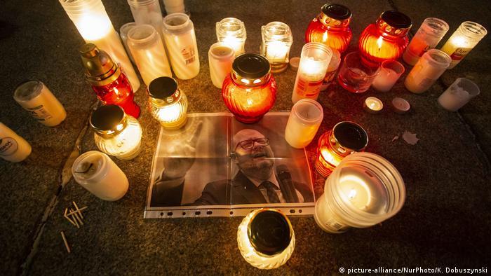 Polen Danzig Trauer und Gedenken nach Mord an Pawel Adamowicz, Bürgermeister (picture-alliance/NurPhoto/K. Dobuszynski)