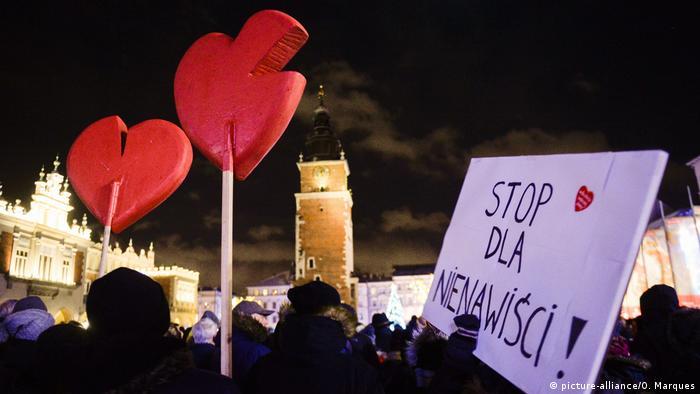 Вбивство популярного політика ще більше розділить Польщу на правих консерваторів та лібералів