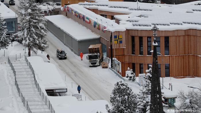 Schneechaos in den Alpen - Davos (Reuters/A. Wiegmann)