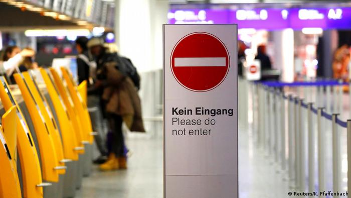 Passengers seek information from check-in kiosks at Frankfurt airport (Reuters/K. Pfaffenbach)