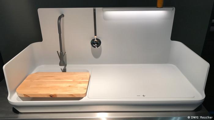 White kitchen module (DW/G. Reucher)