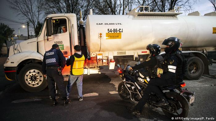 Gas tanker in Mexico City flanked by police (AFP/Getty Images/P. Pardo)