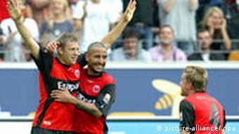 Russ, Teber und Franz bejubeln den 1:1 Treffer von Russ. (Foto: Marius Becker dpa/lhe)
