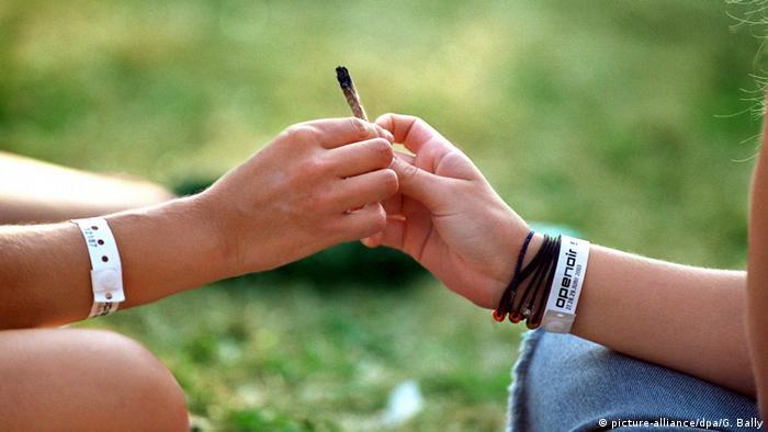 Jugendliche Kiffen Joint Pot Marihuana