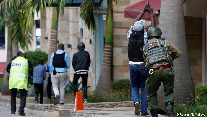 Las explosiones y los tiros se siguen escuchando de forma esporádica dos horas después del inicio del ataque. (Reuters/T. Mukoya)
