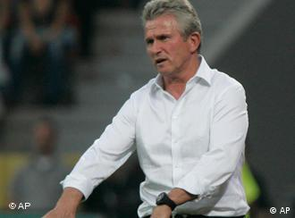 Leverkusen's head coach Jupp Heynckes signs to his players during the German first division Bundesliga soccer match between Bayer Leverkusen and Werder Bremen in Leverkusen, Germany, Sunday, Sept. 20, 2009. The match ended 0-0. (AP Photo/Hermann J. Knippertz) ** NO MOBILE USE UNTIL 2 HOURS AFTER THE MATCH, WEBSITE USERS ARE OBLIGED TO COMPLY WITH DFL-RESTRICTIONS, SEE INSTRUCTIONS FOR DETAILS **