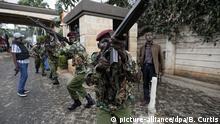 15.01.2019, Kenia, Nairobi: Sicherheitskräfte sind nach einem Terroranschlag auf einen Hotelkomplex imEinsatz. In Kenias HauptstadtNairobi ist ein Terroranschlag auf einen Hotelkomplex verübt worden. Foto: Ben Curtis/AP/dpa +++ dpa-Bildfunk +++ |