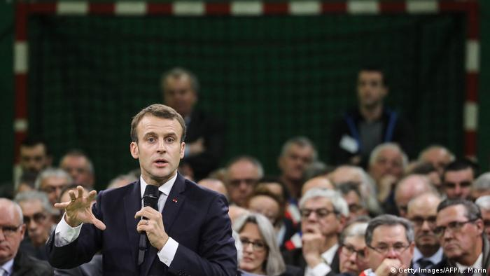 Macron speaks at the first 'great national debate' meeting in Grand Bourgtheroulde (Getty Images/AFP/L. Marin)