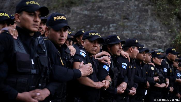 Guatemala Agua Caliente Grenzübergang Honduras Grenzpolizisten Blockade