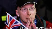 15.01.2019, Großbritannien, London: Ein Anti-Brexit-Demonstrant weint auf dem Parlamentsplatz. Das britische Parlament hat das Brexit-Abkommen abgelehnt. Foto: Frank Augstein/AP/dpa +++ dpa-Bildfunk +++ |