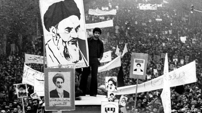 Teheran 1978 Iraner demonstrieren für Ajatollah Khomeini (picture-alliance/dpa/UPI)