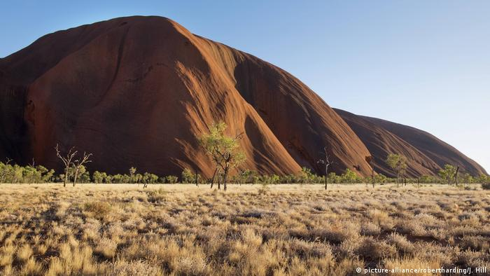 Uluru, Ayers Rock near Alice Springs, Australia (picture-alliance/robertharding/J. Hill)