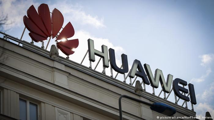 Polen Warschau Huawei Logo (picture-alliance/NurPhoto/J. Arriens)