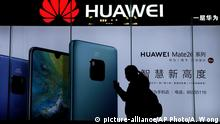 11.12.2018 A woman browses her smartphone as she walks by a Huawei store at a shopping mall in Beijing, Tuesday, Dec. 11, 2018. China's foreign minister vowed Tuesday to protect its citizens abroad as a Canadian court decided whether to release a technology executive on bail in a case that has riled U.S.-Chinese relations. (AP Photo/Andy Wong) |