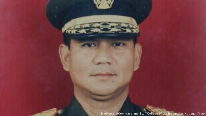 Прабово като млад офицер от специалните части на Индонезия
