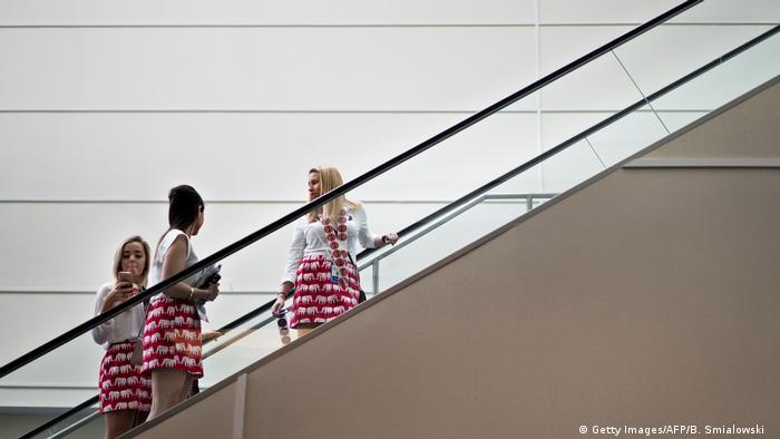 Upskirting-Gesetz - Großbritannien verbietet Fotografieren unter Röcke (Getty Images/AFP/B. Smialowski )