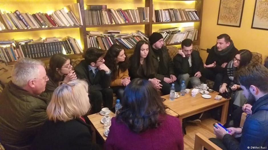 Studentët protestues  Shqipëria në krizë sociale