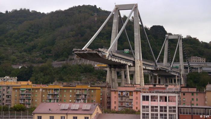 Sie ist Geschichte: Die alte Morandi-Brücke, deren Reste Ende Juni 2019 gesprengt wurden (Foto: SWR)