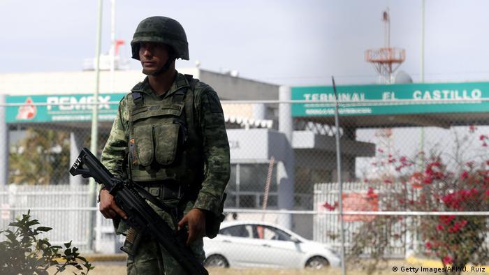 El gobierno necesita del Ejército pues la criminalidad organizada ha extendido sus actividades al robo de combustible.