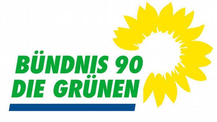 با اوج گرفتن جنبش آزادیخواهی در شرق آلمان در پائیز سال ۱۹۸۹ انجمنها و گروههایی همچون عمل برای صلح و حقوق بشر، دمکراسی اکنون و فوروم جدید گروه ائتلاف ۹۰ (Bündnis 90) را تشکیل دادند. پس از وحدت دو آلمان، حزب سبزهای آلمان شرقی در سال ۱۹۹۰ به حزب سبزهای آلمان فدرال پیوست. گروه ائتلاف ۹۰ هم در ماه مه سال ۱۹۹۳ به حزب سبزها پیوست.