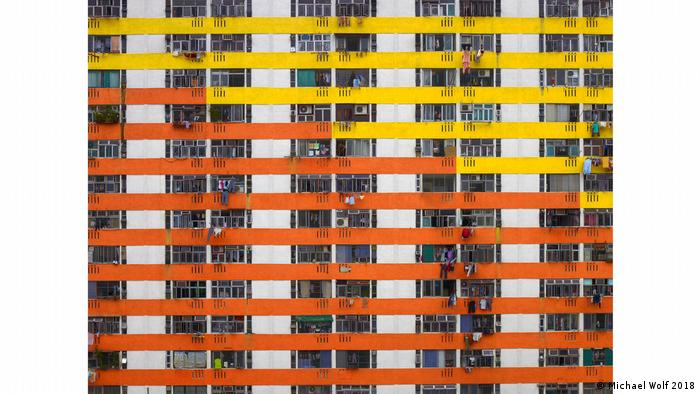 red and yellow tall tenement (Michael Wolf 2018)