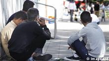 Trotz eines Aufnahmestopps sind am Donnerstag (28.08.2014) 260 neue Flüchtlinge in die Erstaufnahmeeinrichtung in Zirndorf (Landkreis Fürth) gekommen (Foto). Wie der Sprecher der Regierung von Mittelfranken, Michael Münchow, bei einem Presserundgang durch das seit Monaten überfüllte Lager sagte, ist eine organisierte und sinnvolle Aufnahme der Asylbewerber nicht mehr möglich. Bereits seit Montag steht auf dem Gelände ein Zelt für 200 Personen. In Zirndorf werden weiterhin Asylbewerber aus 40 Ländern aufgenommen, für die der Aufnahmestopp nicht gilt. Derzeit leben in Zirndorf etwa 1.800 Flüchtlinge. Die Einrichtung ist für 650 Personen ausgelegt. Die Asylbewerber sind in der Kapelle, in den Busgaragen oder in der Cafeteria untergebracht. (Siehe epd-Bericht vom 28.08.2014) 260 neue Flüchtlinge kommen trotz Aufnahmestopps in Zirndorf an epd Despite a are at Thursday 28 08 2014 260 New Refugees in the Initial reception in Zirndorf County Fuerth come Photo like the Spokesman the Government from Mittelfranken Michael Münchow at a Press tour through the since Months overcrowded Stock said is a organized and meaningful Recording the Asylum-seekers not more possible already since Monday is on the Centre a Tent for 200 People in Zirndorf will Furthermore Asylum-seekers out 40 Countries Date for the the not is currently Life in Zirndorf about 1 800 Refugees the Facility is for 650 People designed the Asylum-seekers are in the Chapel in the Or in the Cafeteria accommodated See epd Report of 28 08 2014 260 New Refugees come Despite in Zirndorf to epd