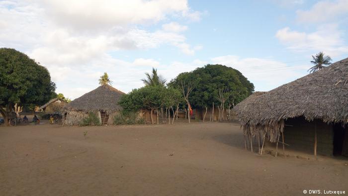 Mosambik Sangache: Angoche - chinesisches Bergbauunternehmen (DW/S. Lutxeque)