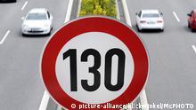 Autobahn mit Geschwindigkeitsbegrenzung 130 km/h, Tempolimit auf Autobahnen, Deutschland | highway with speed limit sign 130 km/h, Germany | Verwendung weltweit