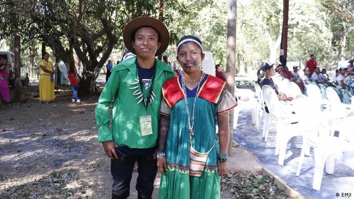 Kevin Hernández y Emilda Santos, jóvenes católicos de pueblos indígenas panameños, en el EMJI.