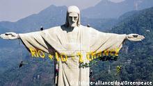 Brasilien Greenpeace-Aktion an der Christus-Statue auf dem Corcovado-Felsen