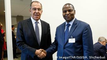 Russland - Zentralafrikanische Republik | Außenminister Sergei Lawrow und Präsident Faustin-Archange Touadera (Imago/ITAR-TASS/A. Shcherbak)