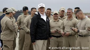 US-Präsident Trump reist an die Grenze zu Mexiko (picture-alliance/dpa/E. Vucci)