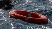 AUSSCHNITT Mittelmeer vor Malta | Flüchtlung und Rettungsring, bei Rettungsschiff Sea-Watch 3
