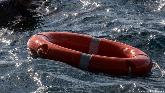 Akdeniz'de göçmenlerin taşıyan teknenin batması sonucu en az 40 kişinin hayatını kaybetmiş olmasından endişe ediliyor