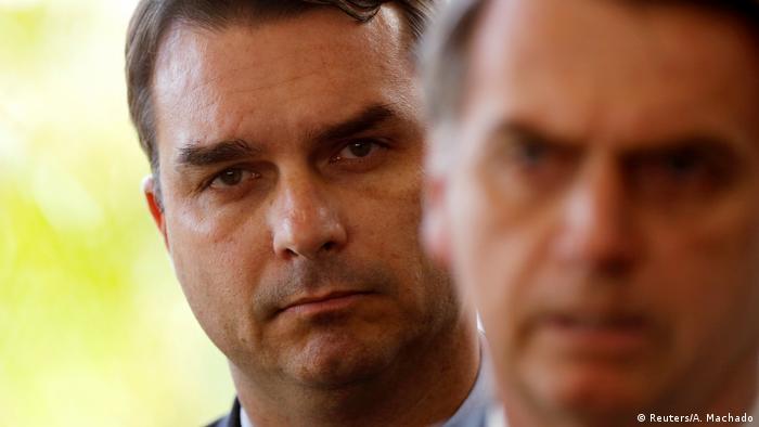 Flávio Bolsonaro: denúncias envolvendo filho mais velho do presidente põem governo sob pressão
