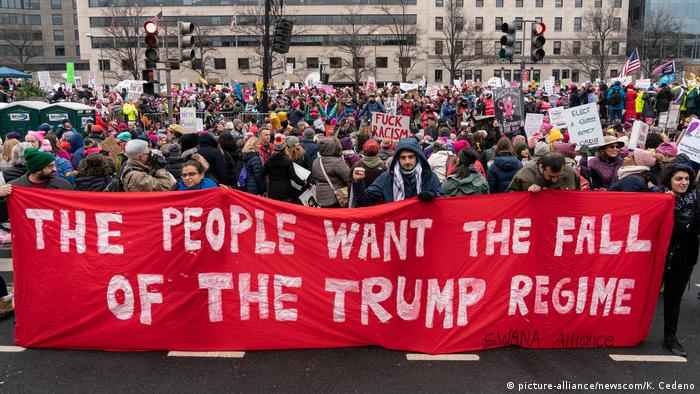 Supporters of the Women's March gather at Freedom Plaza to march down Pennsylvania Avenue in Washington, D.C. on January 19, 2019 (picture-alliance/newscom/K. Cedeno)