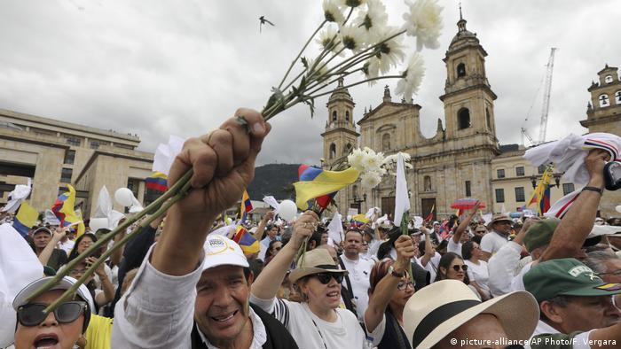 Kolumbien Bogota Demonstration gegen Terrorismus und Gewalt