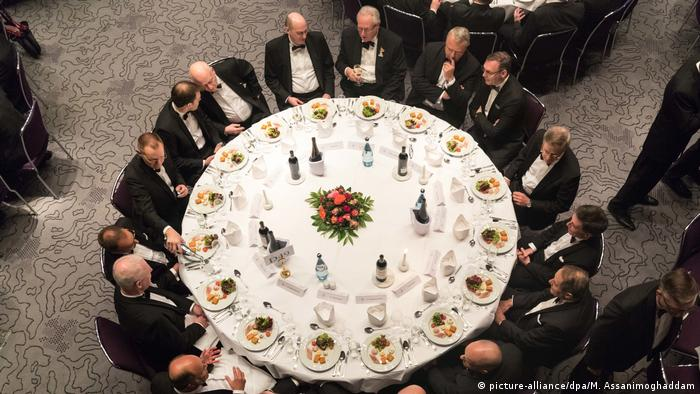Men attend the Eiswettefest charity dinner in Bremen, Germany (picture-alliance/dpa/M. Assanimoghaddam)
