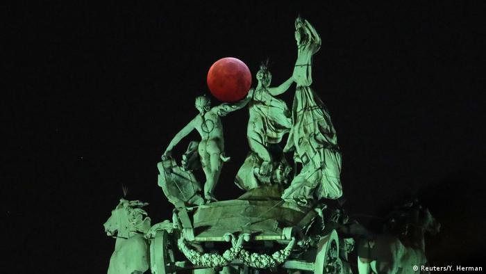 Bildergalerie Totale Mondfinsternis 2019 weltweit (Reuters/Y. Herman)