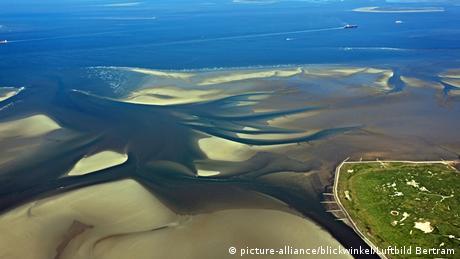 Insel Neuwerk mit Elbfahrwasser