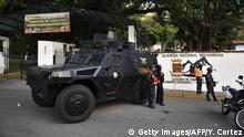 Venezuela Cotiza - Gepanzerte Fahrzeuge und Sicherheitseinheiten stehen vor dem National Guard Hauptquartier