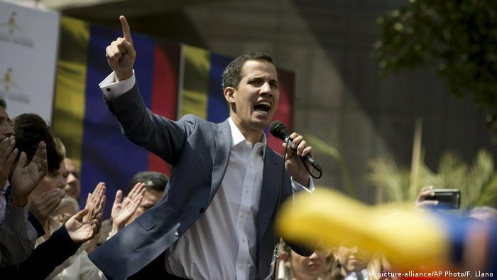 Venezuela Juan Guaidó (picture-alliance/AP Photo/F. Llano)