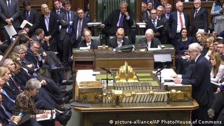 Βρετανία: Κόλαφος για τον Κόρμπιν η αποχώρηση των 7