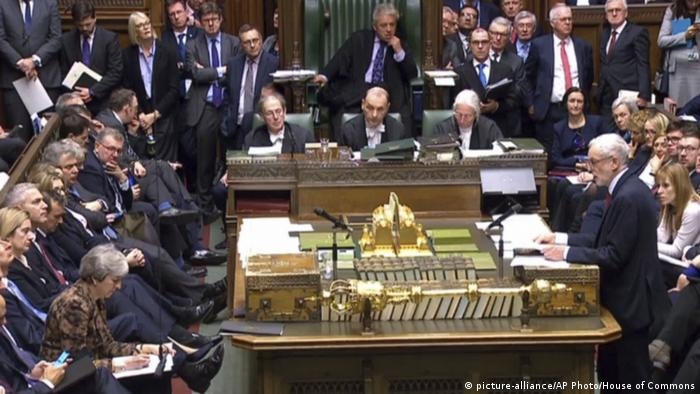 UK Brexit - Jeremy Corbyn und Theresa May im Unterhaus